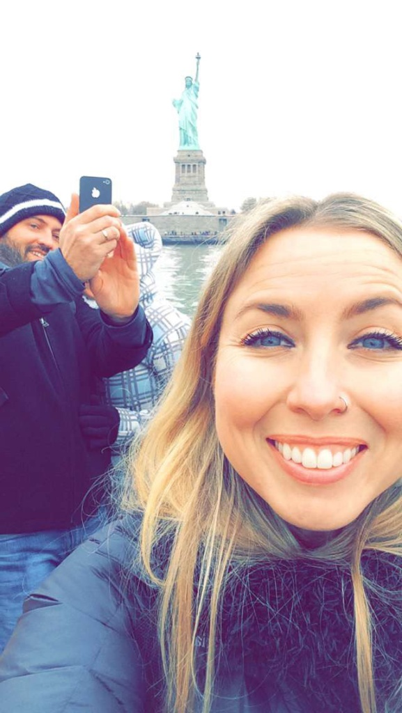 nyc statue selfie